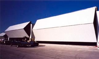 bifold_hangar_door_jet_service_center