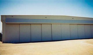 rolling_aviation_hangar_doors_ampersand_aviation