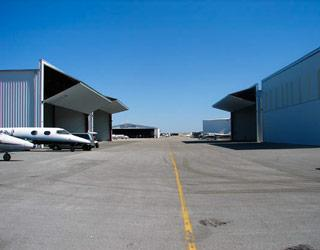bifold_hangar_door_dolphin_aviation