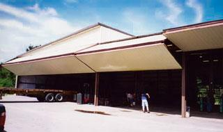 bifold_hangar_door_system_wellbilt_industries